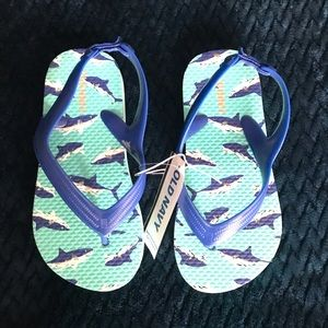 New Kids shark sandals size 9
